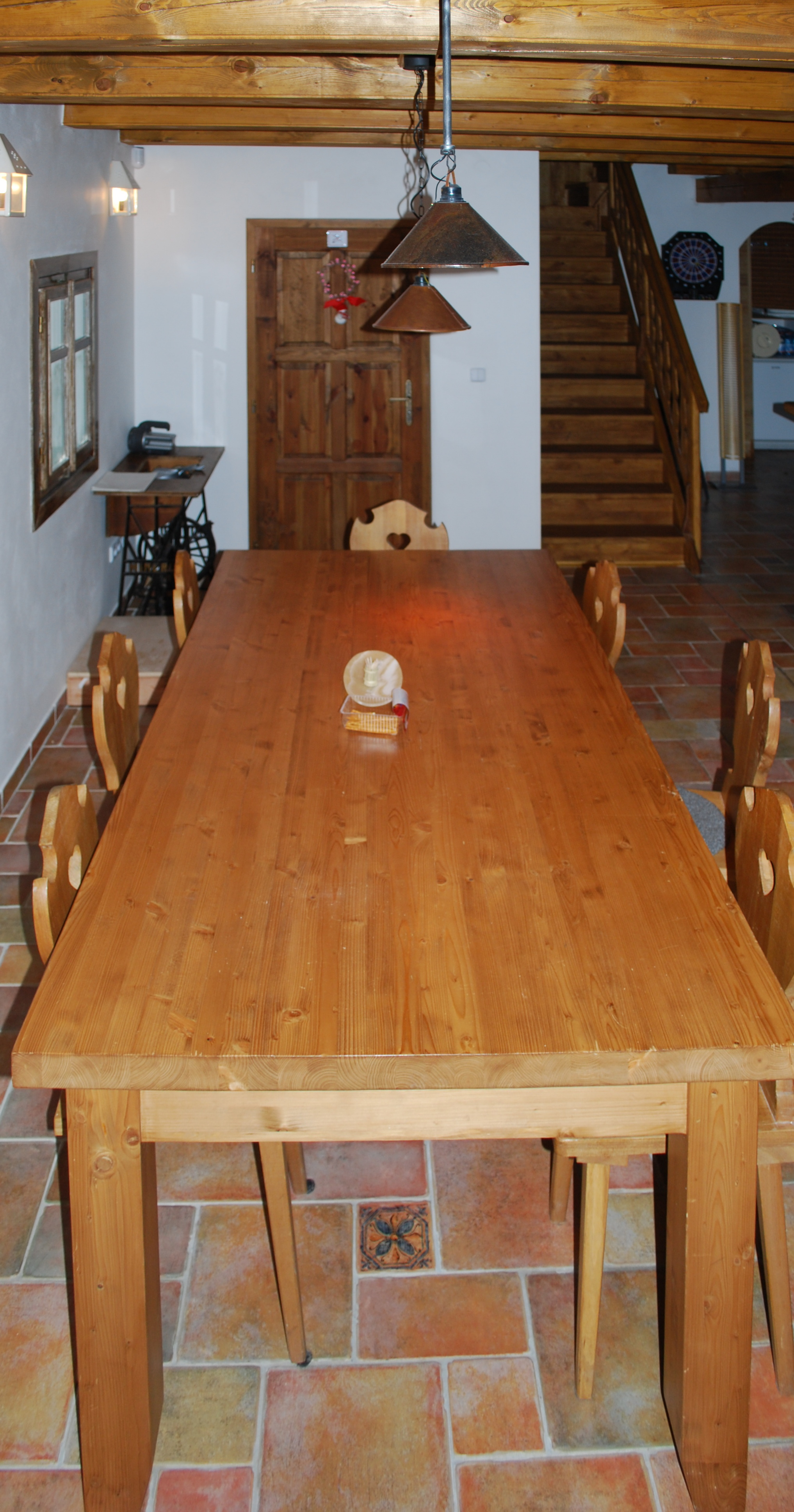 světnice - jídelní stůl